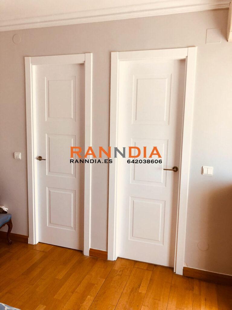 Puertas blancas en Torremolinos